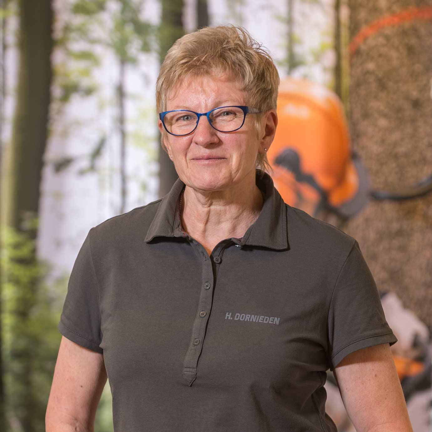 Mitarbeiterin Dornieden der Forst- und Gartenmarkt Uder GmbH